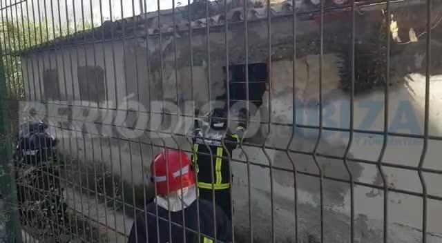 Sobresalto en es Pratet por el incendio de una casa 'okupada' junto a ses Feixes