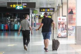 La Policía Nacional impide la entrada de dos pasajeras que llegaron a Ibiza desde Amsterdam