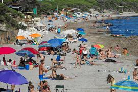 Playas llenas en el primer día de verano