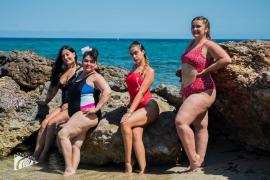 Sesión de fotografía en la playa Caló de s'Alga de Santa Eulària para «eliminar estereotipos»