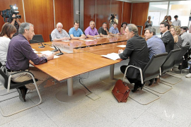 El Consell estudia fórmulas para que el decreto contra los taxis piratas no perjudique a los rent a car