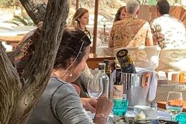 La actriz Emma Watson y el actor Luke Evans, en Ibiza