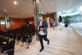El pleno del Consell de Ibiza, en imágenes (Fotos: Daniel Espinosa).
