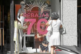 Rebajas en Ibiza con la mirada puesta en el bolsillo