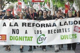 Cerca de 5.000 personas salen a la calle para rechazar los recortes del Gobierno
