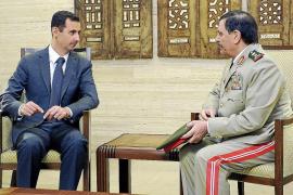 Asad, cada vez más acosado, se deja ver para desmentir su huida de Damasco