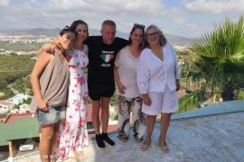 Encuentro en Ibiza de Lapo Elkann Agnelli y Joana Lemos con asociaciones de la isla