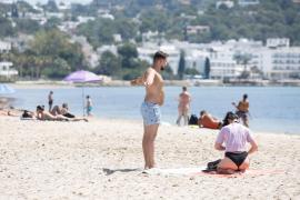 Las playas de Ibiza en el inicio del verano, en imágenes .