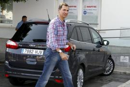 El Príncipe Felipe visita el Club Náutico