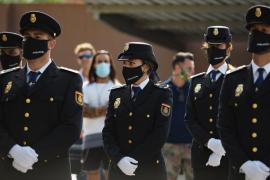 La jura del cargo de los nuevos agentes de la Policía Nacional de Ibiza, en imágenes (Fotos: Marcelo Sastre).
