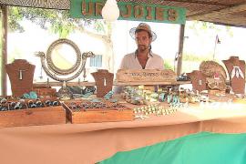El mercado artesanal de La Mola abre entre optimismo e incertidumbre