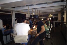 La Policía desaloja a 150 personas que estaban de fiesta en un local del puerto de Ibiza