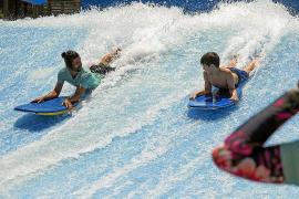Bam Bu Ku, espacio donde relajarse y aprender a surfear