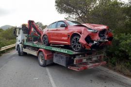 Un aparatoso choque frontal en la carretera de sa Caleta se salda con varios heridos leves