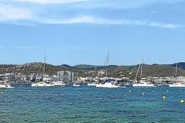 Denuncian el fondeo ilegal de más de 50 embarcaciones en la bahía de Portmany