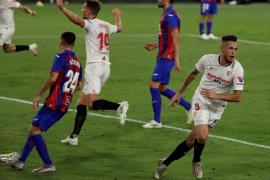 El Sevilla frustra la fuga del Eibar