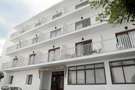 Los amigos de un joven muerto en Sant Antoni dicen que tomó «cinco pastillas»