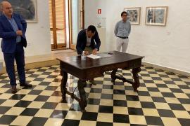 Un instante de la firma del convenio.