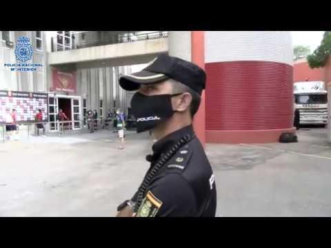 La Policía Nacional elige el Mallorca-Levante para mostrar un despliegue de seguridad por la COVID