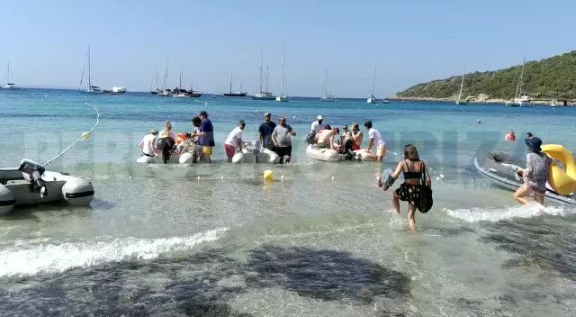 Denuncian «decenas de chárters ilegales» en la playa de ses Salines
