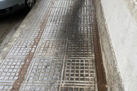 Suciedad en la calle Formentera de Vila