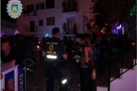 La Policía Local de Ibiza denuncia un local que celebraba una fiesta con 85 personas