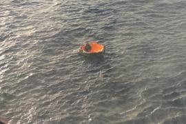 Rescatado de una balsa salvavidas tras hundirse el velero con el que se dirigía a Ibiza