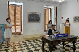 Vila y el Govern balear firman un convenio para ampliar los servicios del Casal d'igualtat