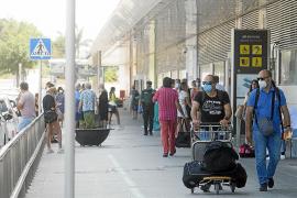 Más de la mitad de los vuelos que aterrizan en Ibiza no reciben ningún control sanitario
