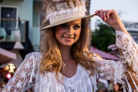 Sant Antoni se viste con la moda más ibicenca y reafirma «que está de moda»