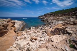 Un vecino de la isla fallece tras hundirse su barco frente a la costa de Portinatx
