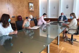 El Consell firma los conciertos sociales con Amadiba y Aemif