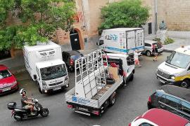 Hartos de contaminación y ruido por la continua carga y descarga de camiones
