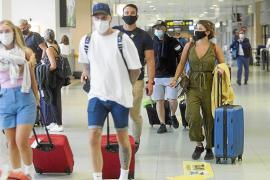Siguen llegando vuelos desde Barcelona sin control
