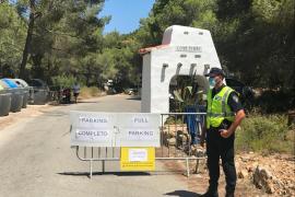 Sant Antoni instala carteles informativos con el aforo máximo de las playas del municipio