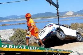 Un septuagenario quintuplica la tasa de alcohol tras chocar contra varios coches en Ibiza
