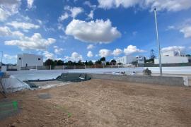 Sant Josep invierte más de 220.000 euros en un parque infantil con pista de patinaje en Cala de Bou
