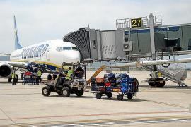 Las aerolíneas de bajo coste transportan al 79% de los pasajeros que llegan a Eivissa