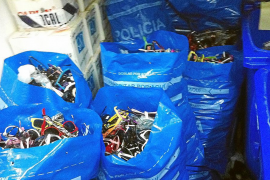 Sant Josep lleva requisados a los 'ambulantes' 1.600 kilos de material