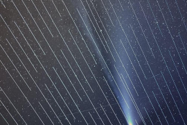Un fotógrafo español capta el paso del cometa Neowise en un cielo plagado de satélites de Starlink