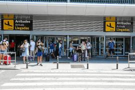 La cuarentena inglesa pone en jaque al 22% de los vuelos en Ibiza