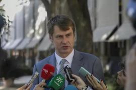 El embajador de Reino Unido dice que «hoy por hoy» la cuarentena rige para toda España, incluidas las islas