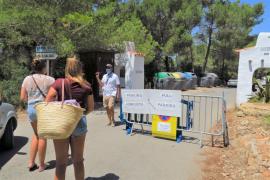 Sant Antoni inicia el servicio de control de acceso a Cala Salada