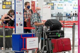 CAEB, aerolíneas y grupos turísticos critican la decisión del Foreign Office