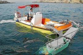 El PP de Ibiza exige la puesta en marcha «urgente» del servicio de embarcaciones de limpieza en el litoral