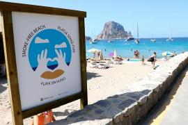 Sant Josep oficializa la declaración de Cala d'Hort como 'playa sin humos'