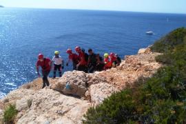 Herido con politraumatismos tras lanzarse desde un acantilado de 40 metros en Sant Antoni