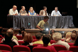 PSOE-Pacte pedirá que se trasladen las operaciones de carga fuera de La Marina