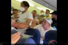 Dos detenidos tras una brutal pelea con puñetazos y patadas sin mascarillas en un vuelo a Ibiza