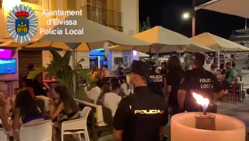 La Policía Local de Ibiza denuncia siete establecimientos por incumplir las normativas sanitarias
